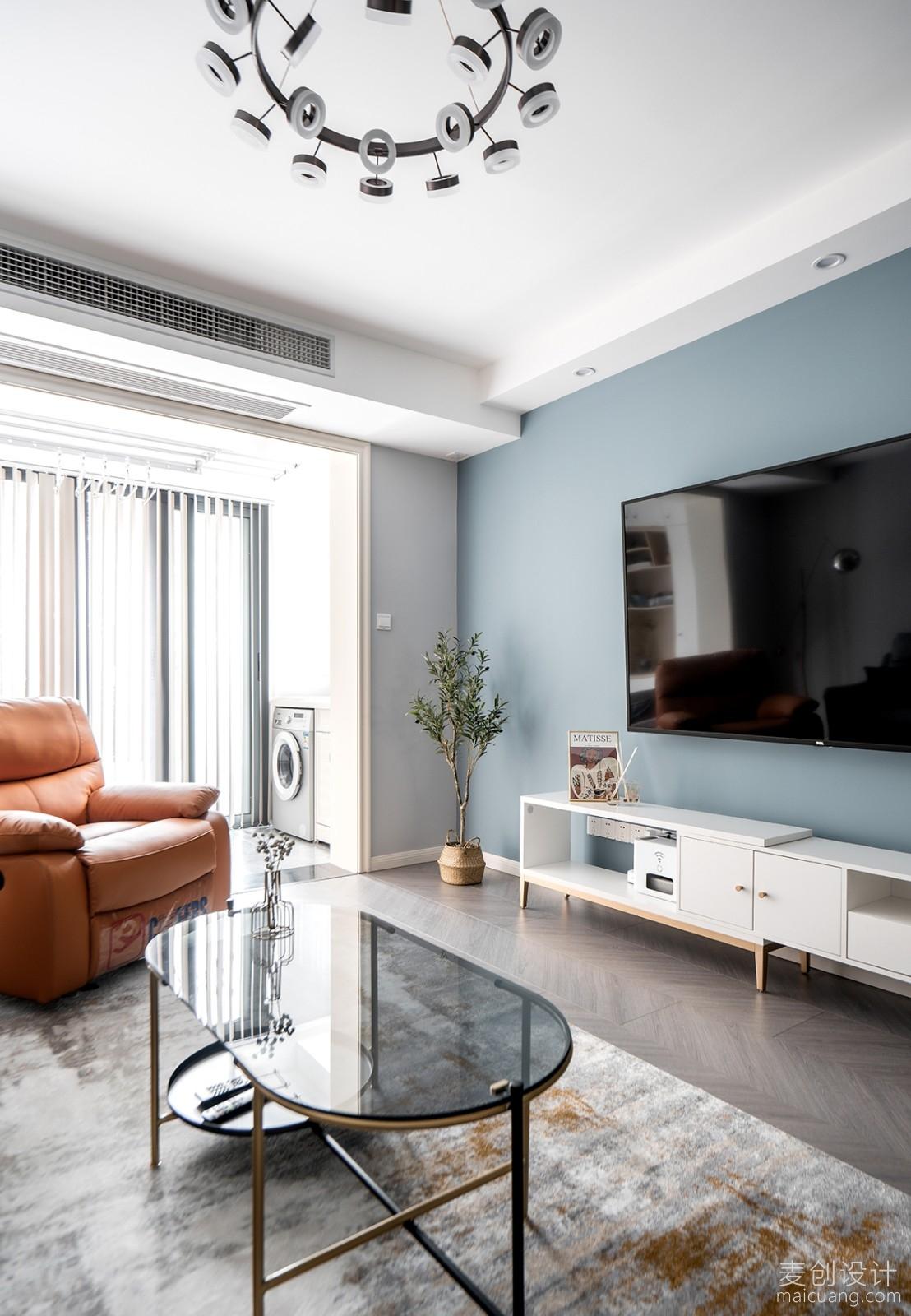 灰蓝色乳胶漆电视背景墙